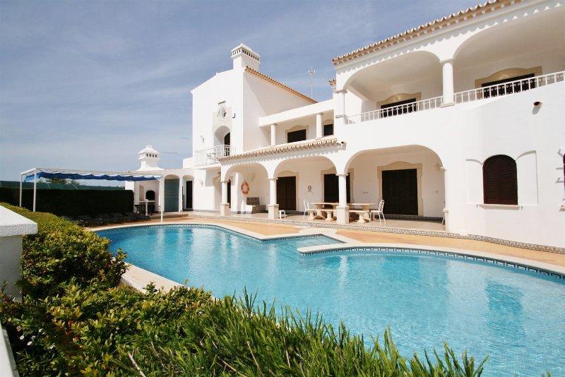 Villa Rosal  - 6 Bedroom Detached Villa, holiday rental in Faro District