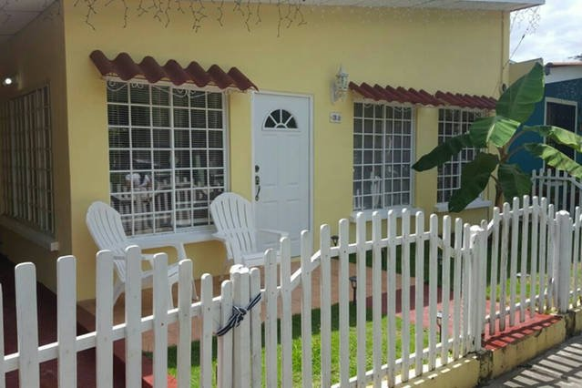 House in gated community half a mile from airport, vacation rental in Managua Department