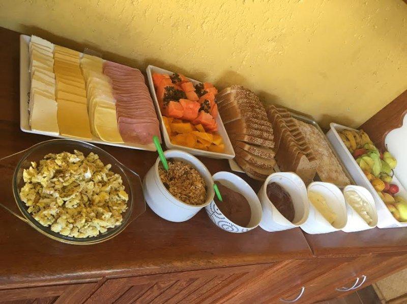 Café da manhã em horários flexíveis aos hóspedes