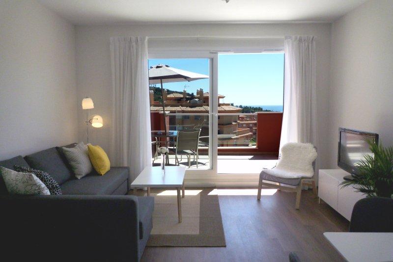 Luminoso, AA, WIFI y con vistas. OZONO DESINFECCION, holiday rental in Pedregalejo