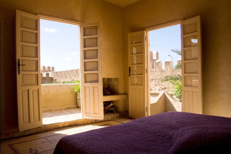 Suite with bathroom, fireplace and terrace