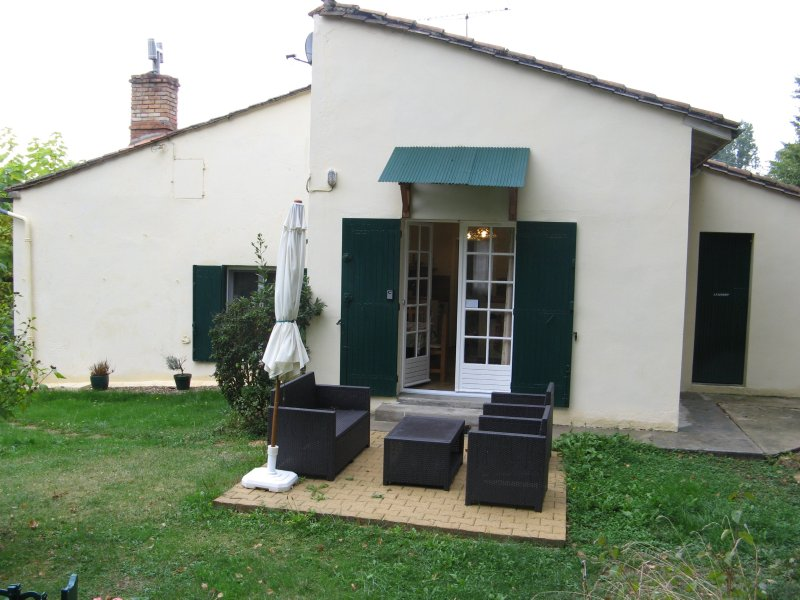 Near Saint Emilion, wine, food and nature getaway, location de vacances à Flaujagues