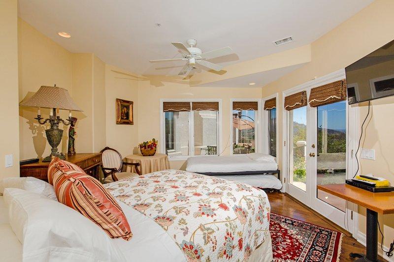 Bedroom #2 Queen Bed & 2 Twin Trundle Beds Sleeps up to 4