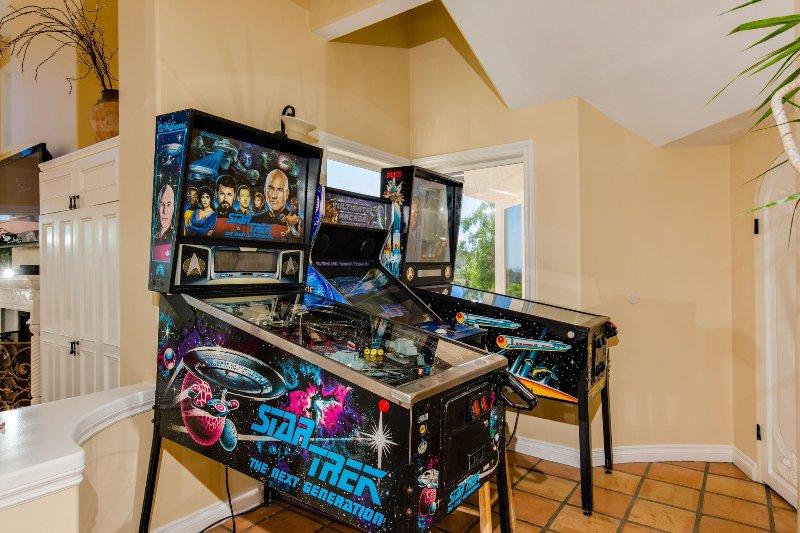 Star Trek Pinball Machines and Old School 100 Games Video Arcade Game