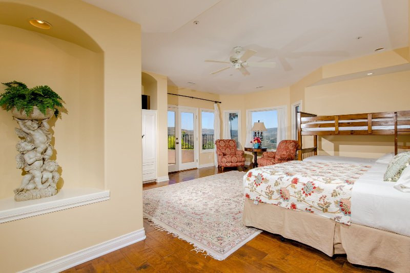 Bedroom #3 Queen Bed, 2 Twin Bunk beds & twin bed sleeps up to 5
