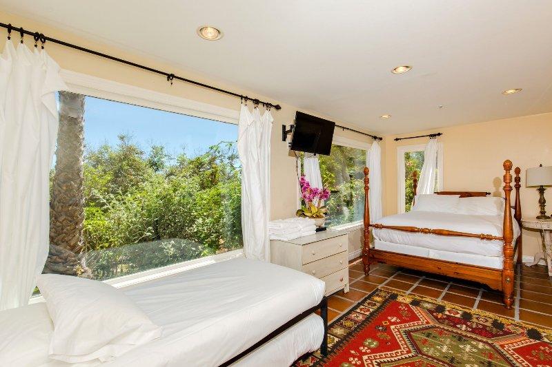 Pool Bedroom #7 Queen Bed & 2 Twin Trundle beds sleeps up to 4