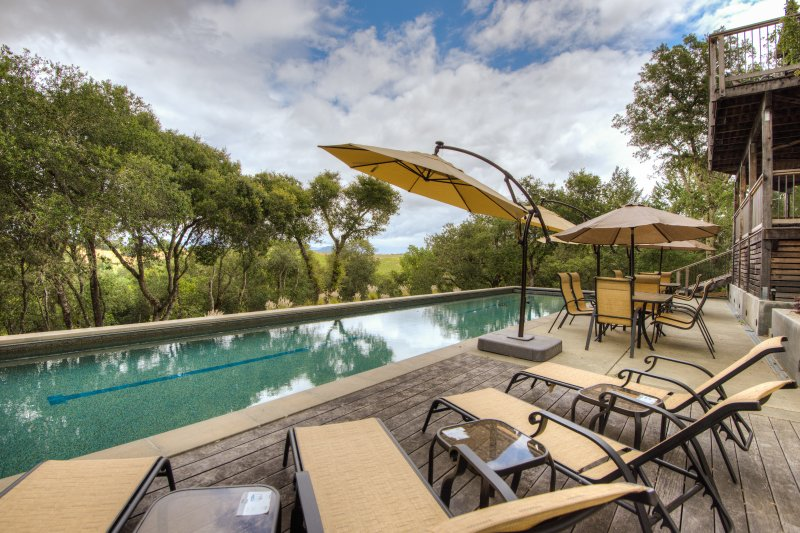 Bellissima piscina impostazione, riscaldata in estate e in autunno, ponti e sala da pranzo all'aperto, 10 min. alla piazza.