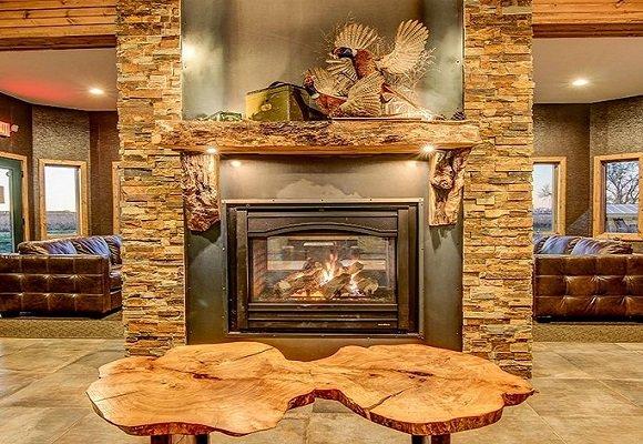 Luxury South Dakota Hunting Lodge, holiday rental in Clark