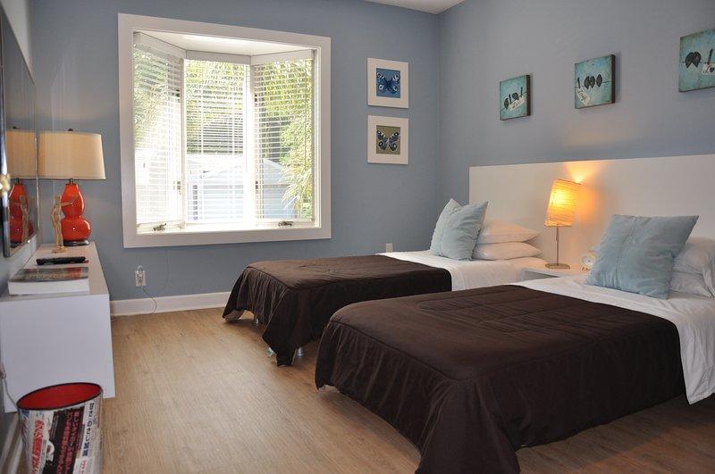 Chambre 4 avec deux lits en mousse à mémoire jumeaux et une Smart TV