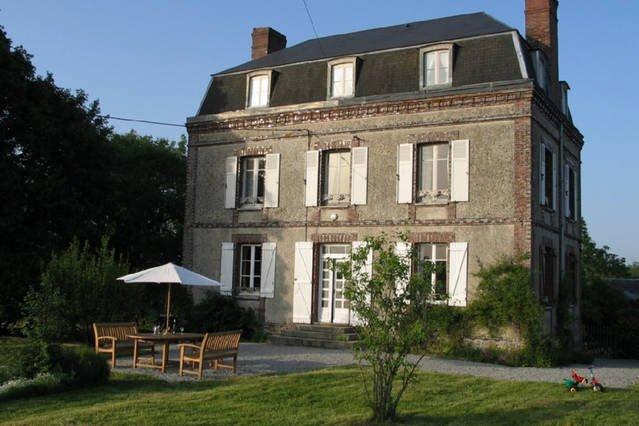 Belle maison en pleine campagne!, Ferienwohnung in Courtomer