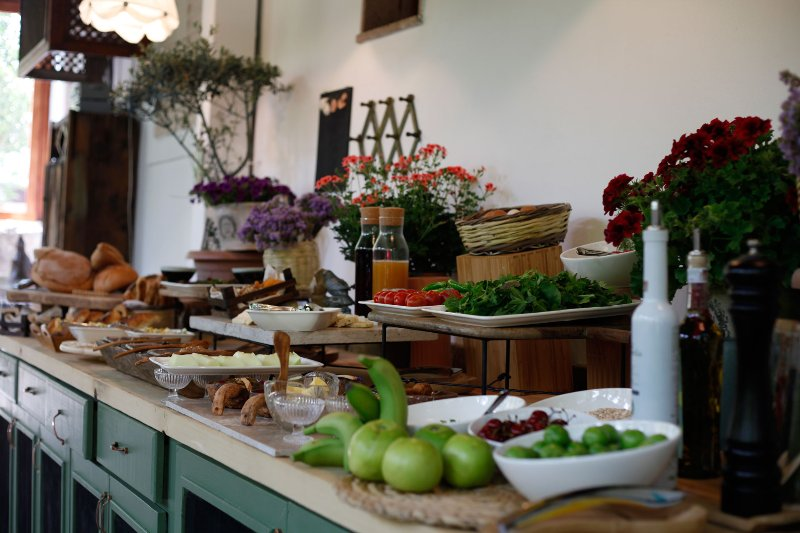 conservatory breakfast counter