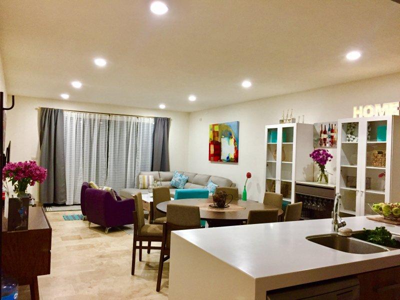 Gemensamt område med vardagsrum och kök