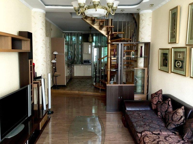 City Centre Modern Double-floor Apartment, vakantiewoning in Tadzjikistan