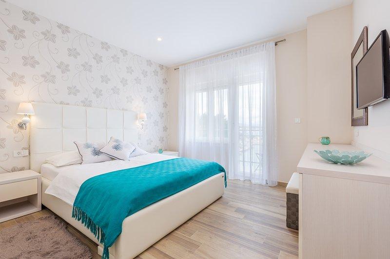 Superior Double Room with Balcony and Sea View, aluguéis de temporada em Malinska