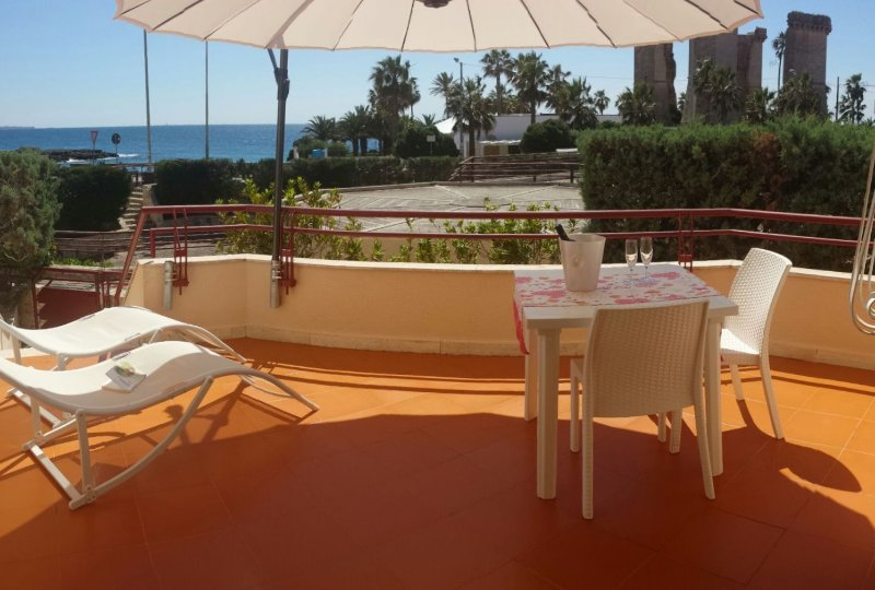 Casa fronte mare, Salento, Gallipoli, da 6a9 posti, vacation rental in Santa Maria al Bagno