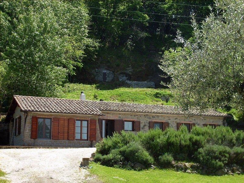 Casale sulle sponde del lago di Bolsena, vacation rental in Montefiascone