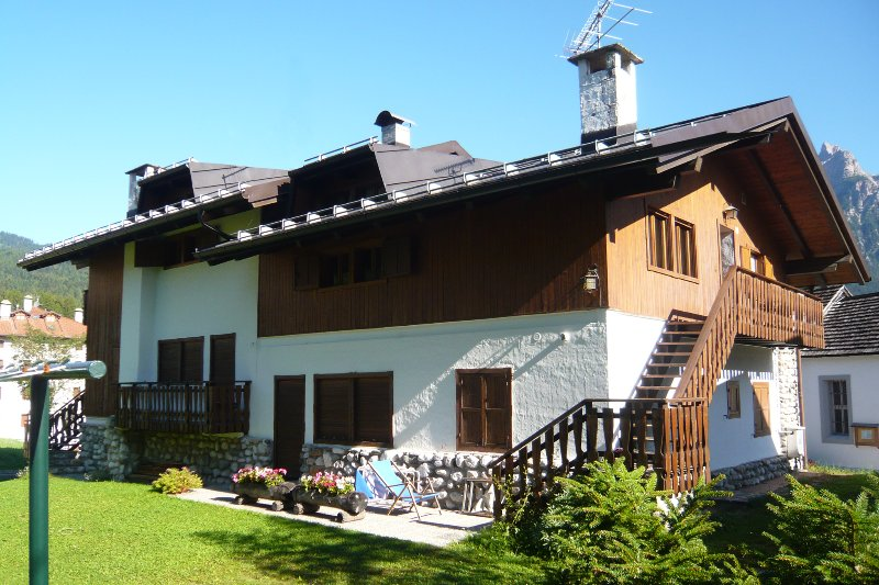 Dolomiti: Ampio appartamento in Cadore vicino Cortina per gruppi e famiglie, vacation rental in Province of Belluno