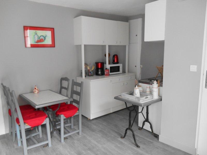 F2 meublé à louer pour nuitée ou à la semaine, holiday rental in Gros-Chastang