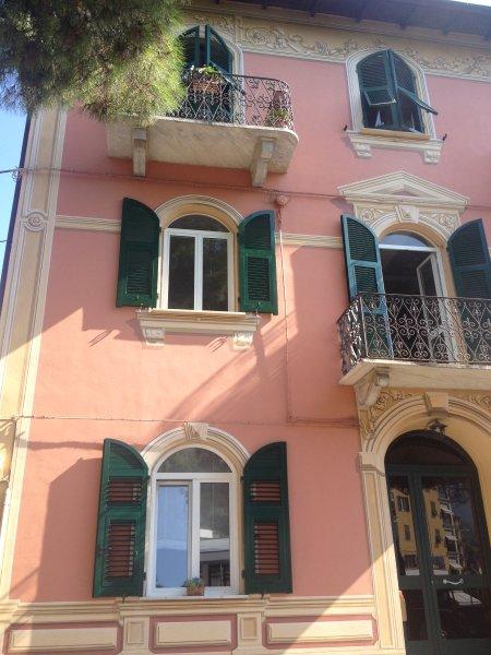 Novo com acessórios de alta qualidade e belo terraço, um passo de distância do mar e Cinque Terre