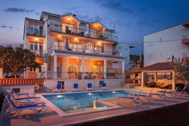 Villa with swimming pool S&B Matijas - Apartment A5 (4+2), aluguéis de temporada em Marina