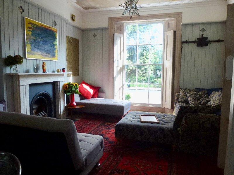 La salle de séjour confortable avec son canapé liberté cru