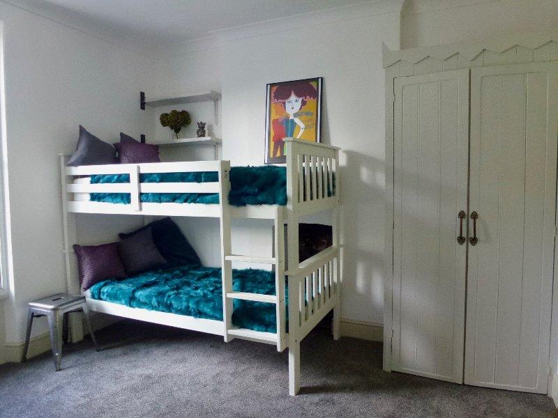 La chambre bleue: 4 personnes dans des lits superposés adultes