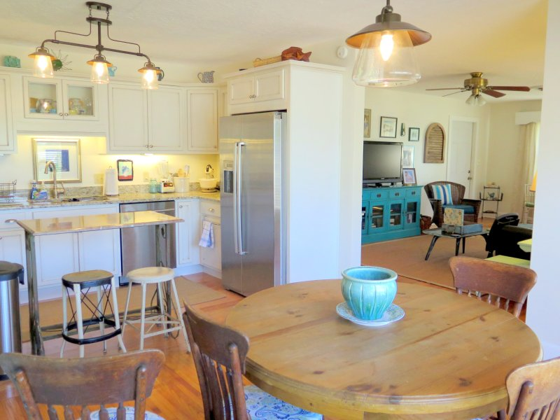 Cocoa Girl Cottage is a Cute Home between the Beach and Disney, alquiler vacacional en Cocoa