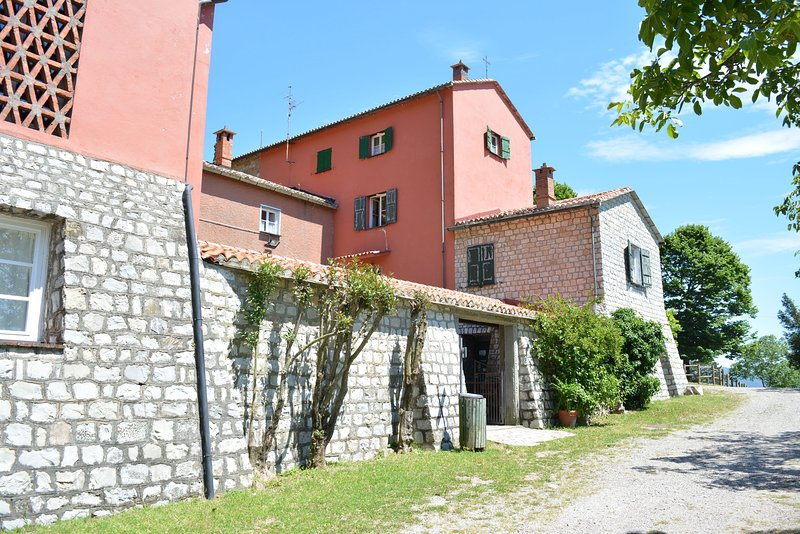 Tiglio Apartment in Agriturismo Monte Pu into Nature with Seaview, holiday rental in Tavarone