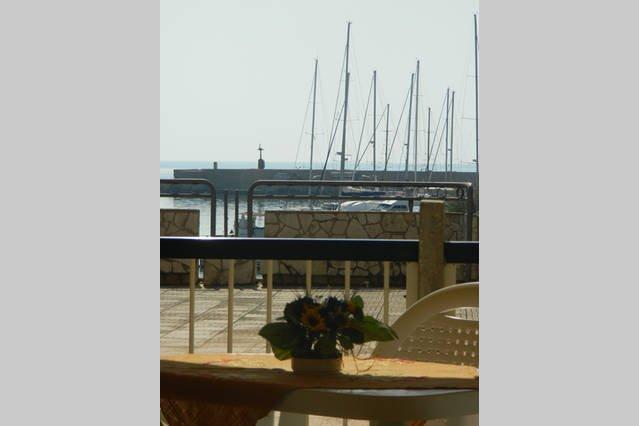 vista para a bela e pitoresca Porto Turistico