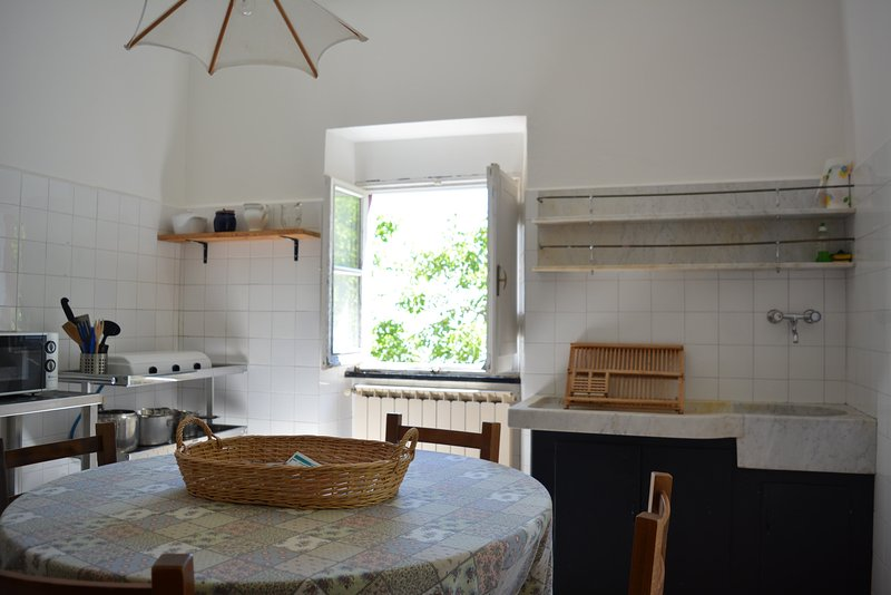 Casetta Apartment in Agriturismo Monte Pu' Into Nature with Seaview, holiday rental in Tavarone