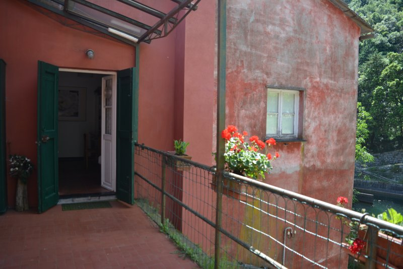 Rosa & Salvia Apartment in Agriturismo Monte Pu' into nature, holiday rental in Tavarone