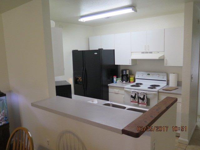 Kitchen, full appliance, Fridge, Freezer, Microwave, stove, oven, coffee,....