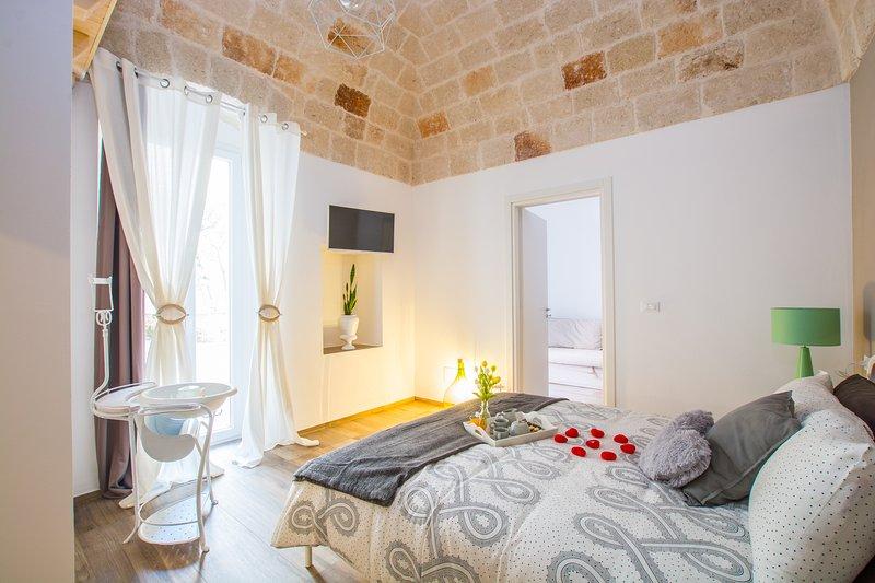 Dimora Antica Via MiLord - 'Suite Milord con Giardino', holiday rental in Monopoli