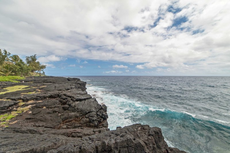 High cliffs, stunning ocean views and whale watching from the bay is an easy quarter-mile walk from the property.