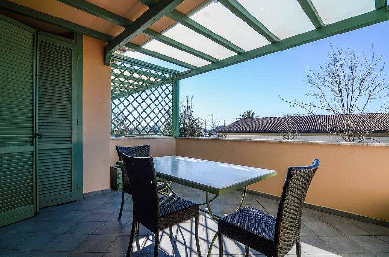 Casa Gherardi Villa Sleeps 2 with Air Con - 5343771, location de vacances à Forte Dei Marmi