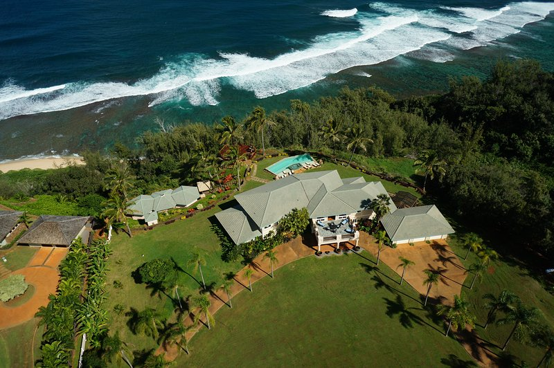 Luxury 5 BR Estate Over Beach W/ Huge Views, Pool & Hot Tub TVNC 4201/SP 2012-24, alquiler de vacaciones en Kilauea