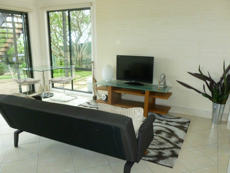 Weekend Getaway - Wamberal (mins from Terrigal), holiday rental in Ourimbah