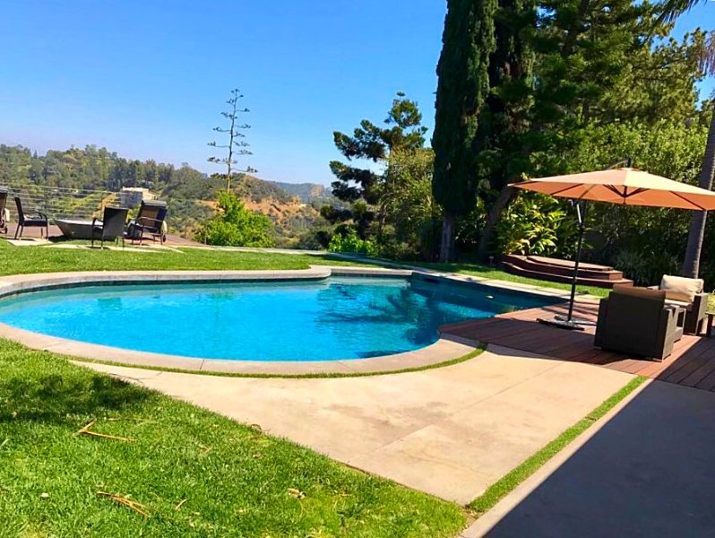 Hollywood Hills House 4BD/4BR with Incredible View, Pool, Jacuzzi & Firepit, holiday rental in West Hollywood