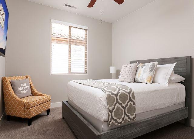 Bedroom 2 - 1 King