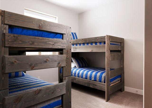 Bedroom 5 - 2 Twin/Twin Bunk Beds