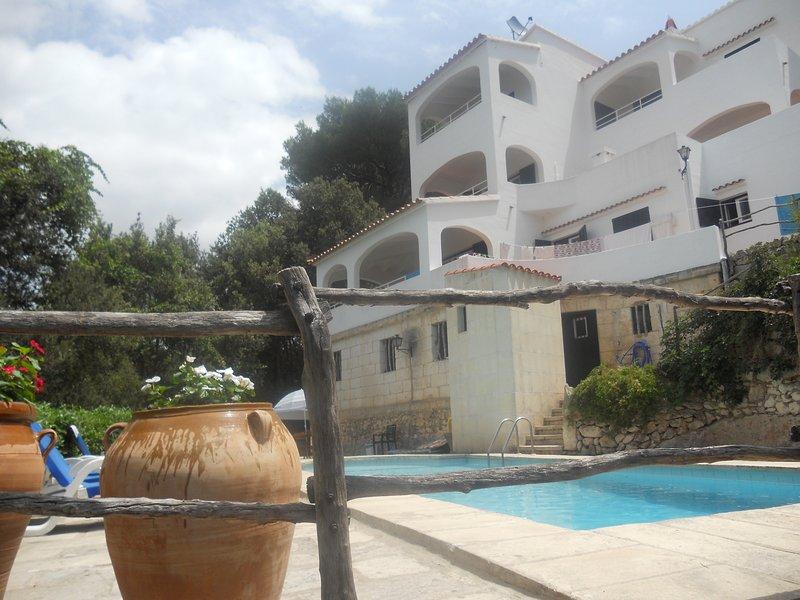 Casa típica menorquina, a 50 metros de la playa, holiday rental in Cala Galdana