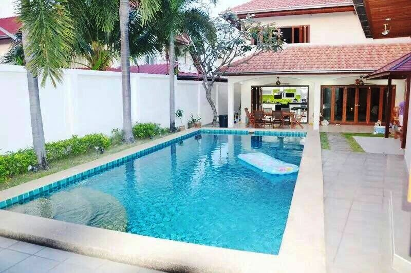 Swimming pool 9 * 4 and main house Swimming pool 9 * 4 m and main building