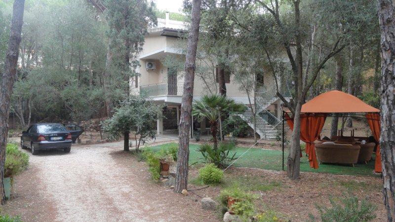 villa a 400 metri dal mare con bellissima spiaggia, vacation rental in Santa Margherita di Pula