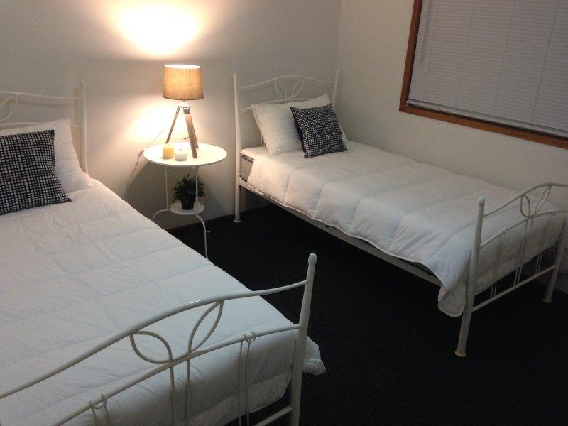 Schlafzimmer 2 verfügt über zwei Einzelbetten