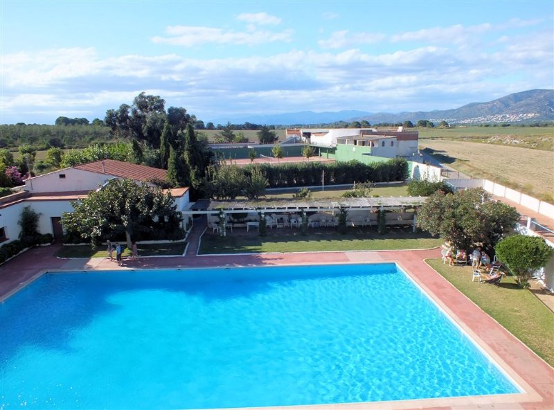 Estudio de vacaciones con piscina y vistas despejadas en Roses, Costa Brava, holiday rental in Roses