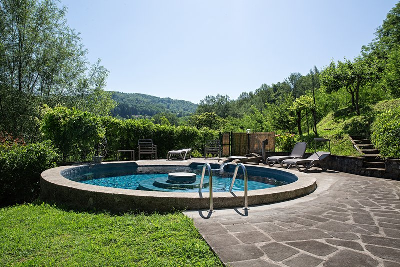 Amazing house with swimming-pool, alquiler de vacaciones en Castelnuovo di Garfagnana