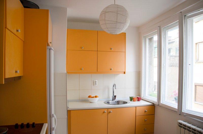 Kitchen, with oven, kitchen essentials