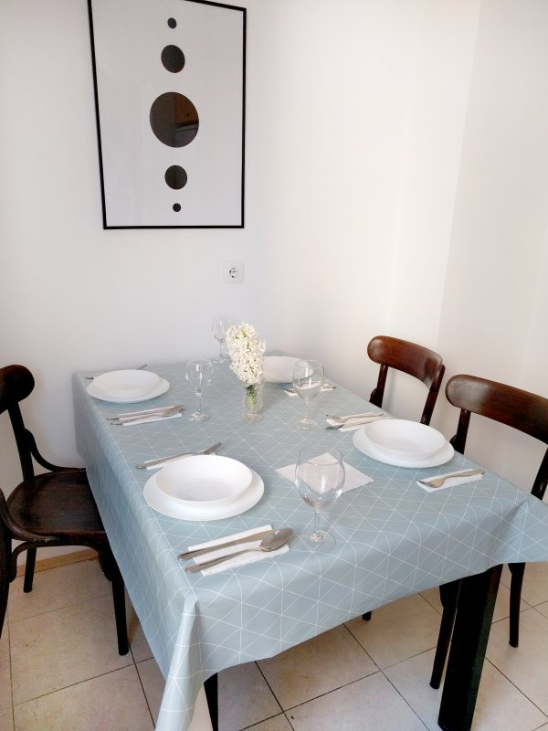 Dining area, another look.