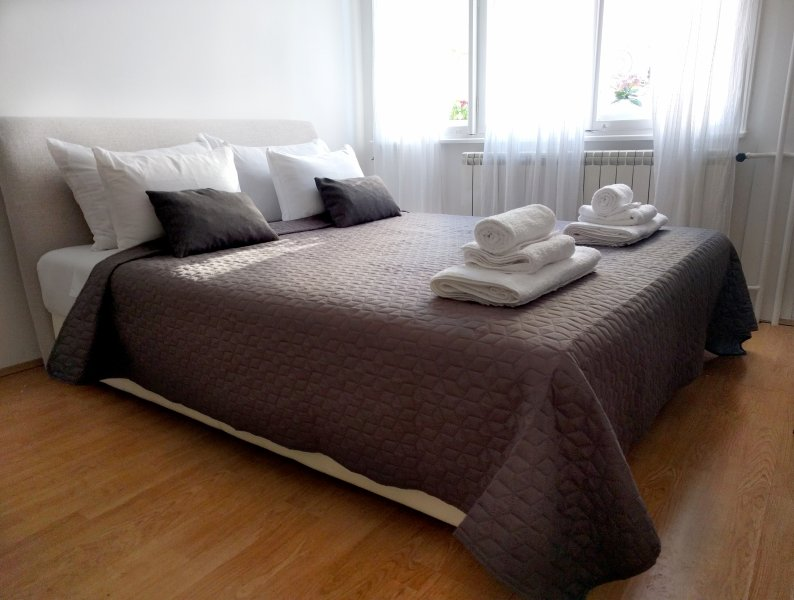 King size bed, 2x2,2m