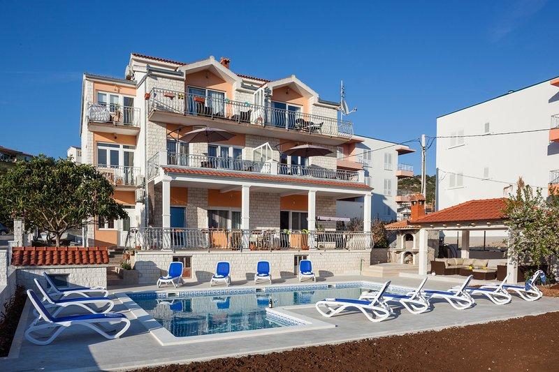 Villa with swimming pool S&B Matijas - Apartment A1 Studio, location de vacances à Marina
